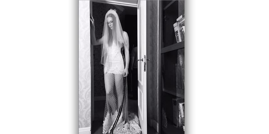 Ходченкова выставила в Инстаграм фото всвадебном одеяние