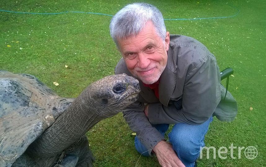 Каждый сотрудник зоопарка «помешан» на своей группе животных. Владимир обожает черепах. Фото Из личного архива