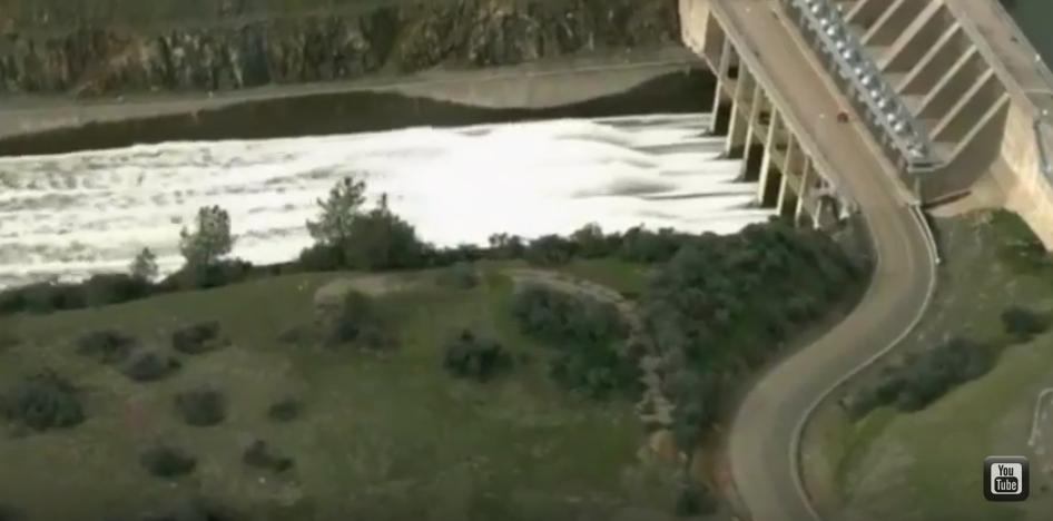 В Калифорнии эвакуируют около 200 тысяч человек. Фото Скриншот Youtube.com