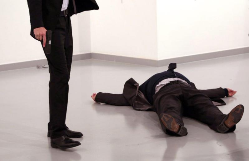 Кадры убийства российского посла Андрея Карлова. Фото Скриншот с официального сайта World Press Photo.