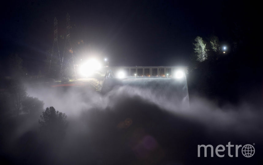 Работы велись и ночью. Фото AFP, AFP