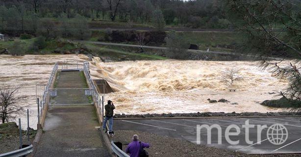 Что происходит на реке, куда попадает сброшенная из водохранилища вода. Фото Департамент водных ресурсов США