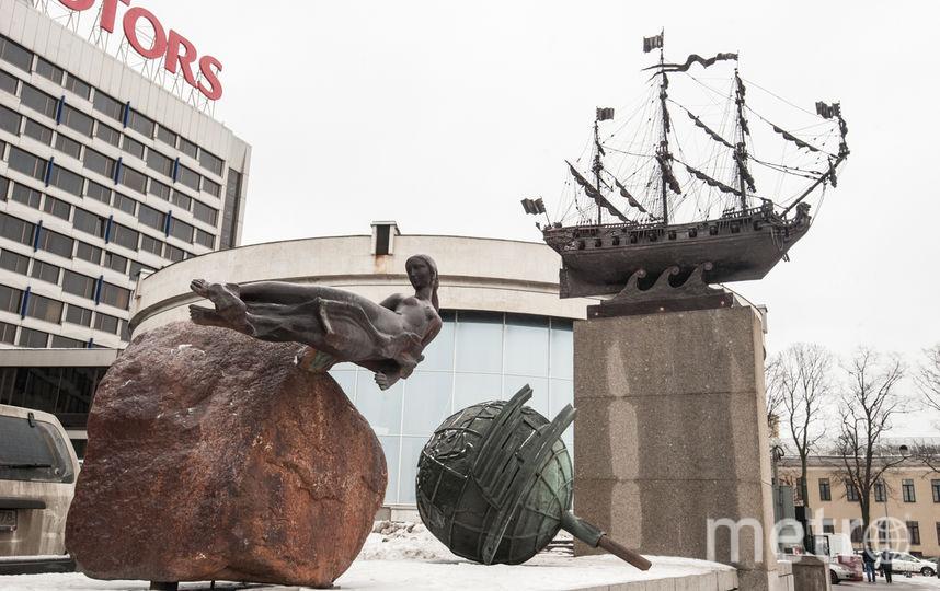 """Сброшенный ураганом кораблик вернулся на Пироговскую улицу. Фото Святослав Акимов, """"Metro"""""""