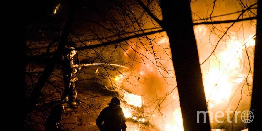 Три автомобиля полыхали ночью вНевском районе Петербурга