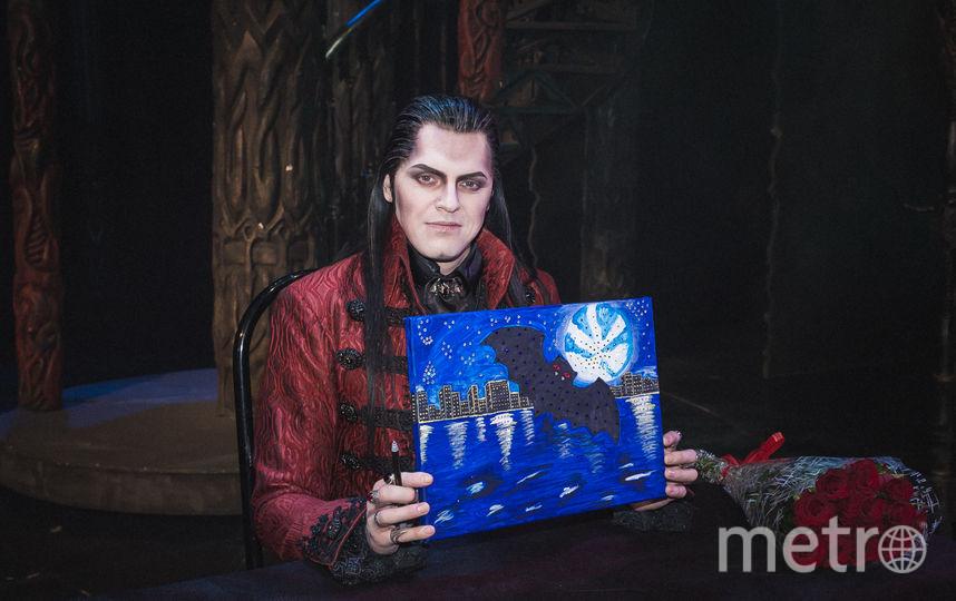 Иван Ожогин с подарком от поклонницы.