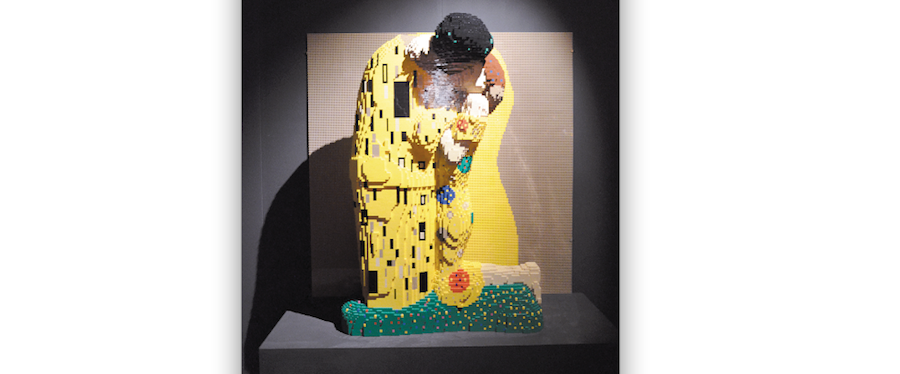 """Поцелуй"" Климта из лего. Фото Виктория Мельникова, ""Metro"""