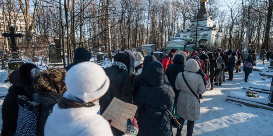 """У часовни Ксени Блаженной на Васильевском острове всегда много людей. Фото """"Metro"""""""