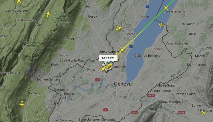 Совершивший экстренную посадку в Женеве лайнер. Фото Скриншот с сайта Flightradar.