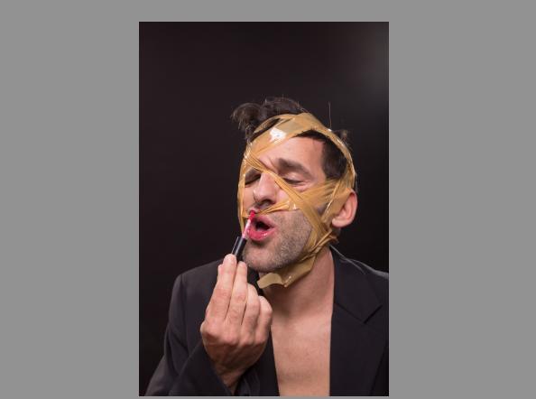 Леди Гага предлагает удалять макияж скотчем. Фото IStock
