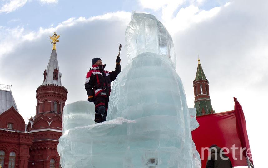Символ Масленицы изо льда. Фото Василий Кузьмичёнок