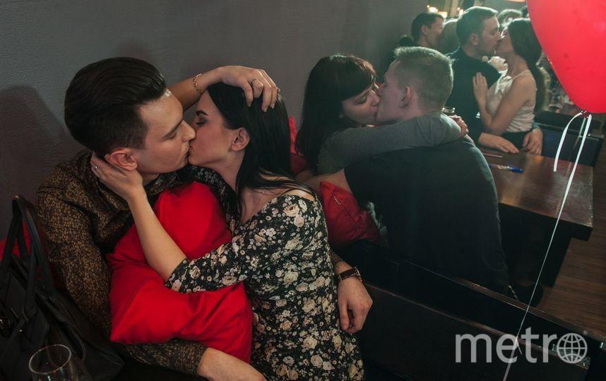 """В Петербурге установили мировой рекорд на самый долгий поцелуй в ресторане. Фото свя, """"Metro"""""""
