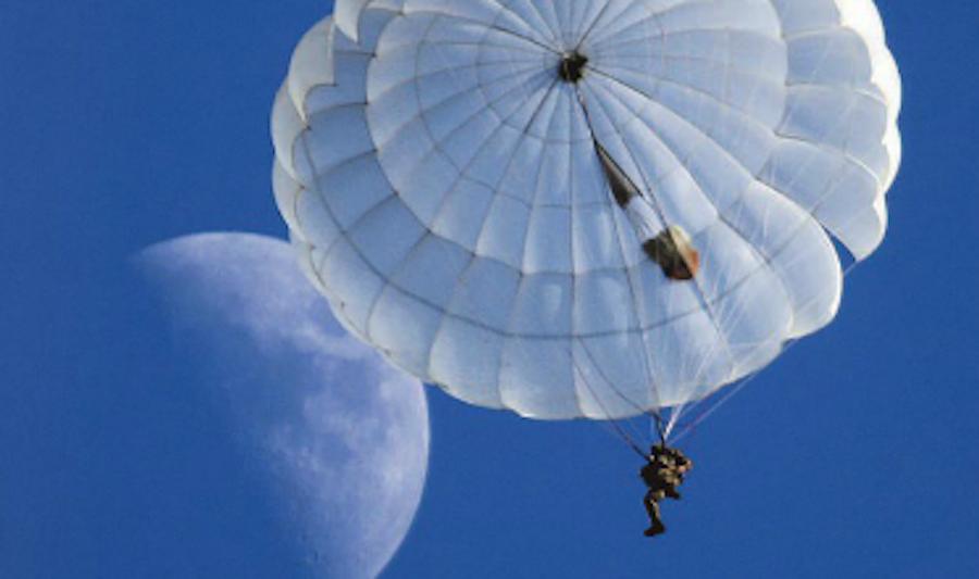 """""""Прыжок с Луны"""". Фото Эдуард Корниенко"""