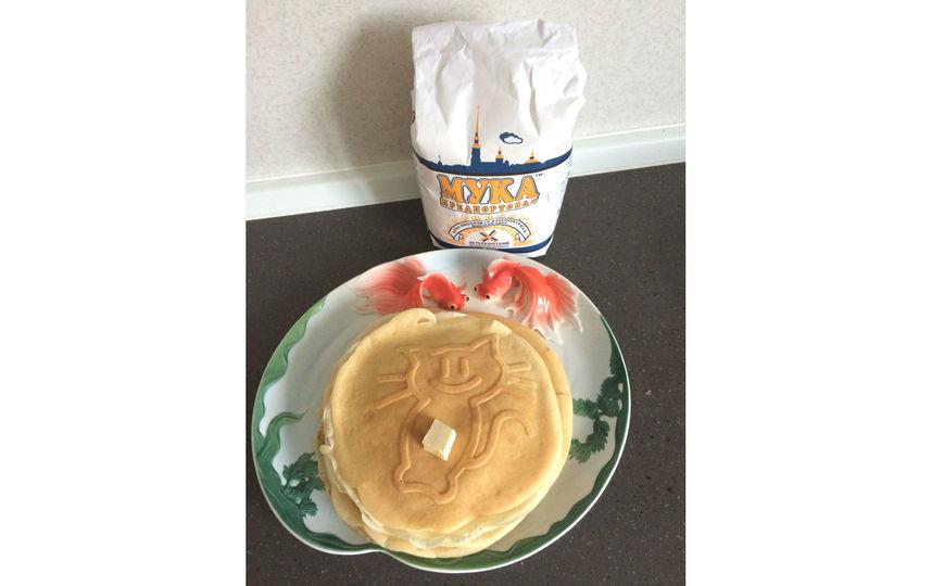 Рецепт: 2 стакана муки, 2 яйца, щепотка соли, щепотка ванилина, 2 ст. л. сахара, 3 стакана молока, 2 ст.л. растительного масла. Фото Елена Мамнева