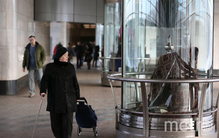 Выставка привлекает внимание пассажиров. Фото пресс-служба московского метрополитена.