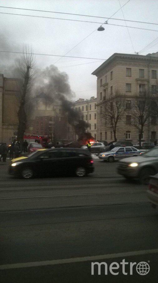 Очевидцы: На Старо-Петергофском проспекте сгорел автомобиль. Фото «ДТП и ЧП | Санкт-Петербург», vk.com