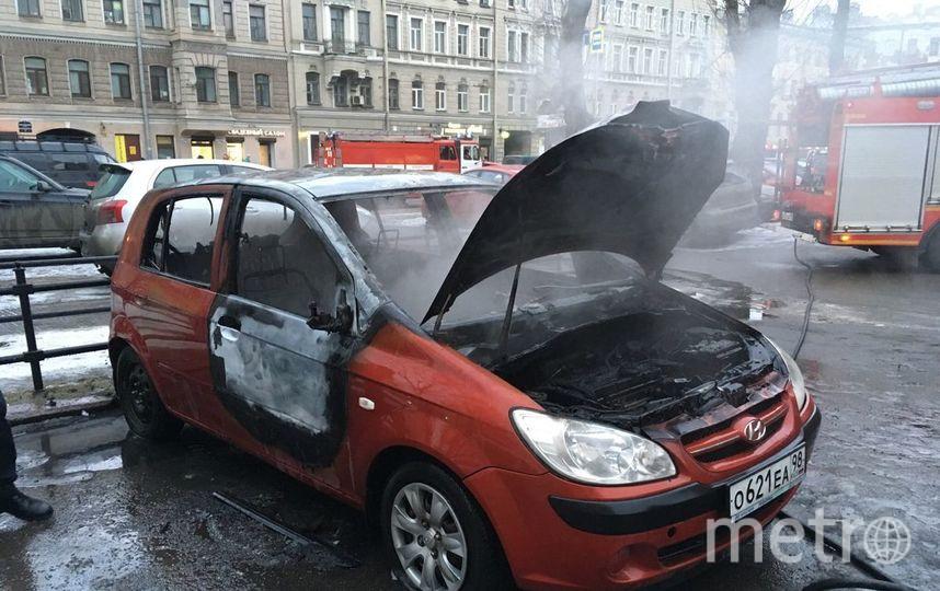 Очевидцы: На Старо-Петергофском проспекте сгорел автомобиль. Фото «ДТП и ЧП | Санкт-Петербург»/Павел Чернышевский, vk.com