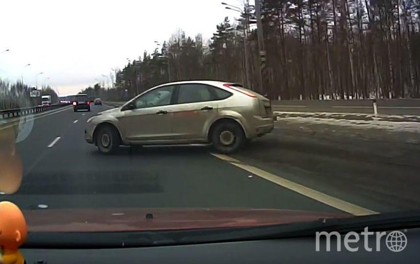 Пользователи Сети обсуждают видео со смертельным маневром водителя в Петербурге. Фото Скриншот/YouTube/Мегаполис, Скриншот Youtube