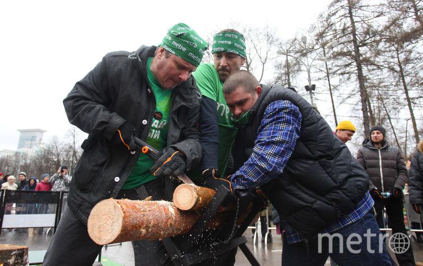 Команда Metro-Москва на чемпионате по колке дров. Фото Виктория Мельникова.