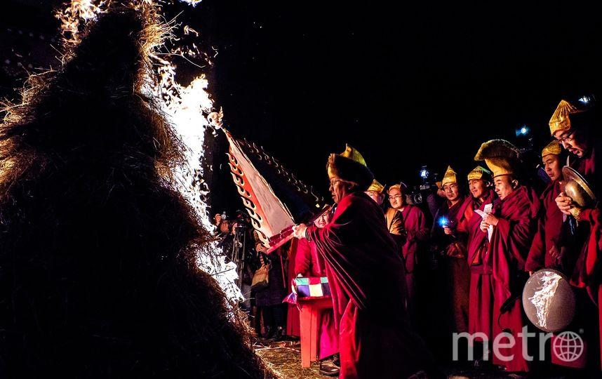 """Во дворе дацана каждый год накануне буддийского Нового года зажигают ритуальный костёр. Фото Алена Бобрович., """"Metro"""""""