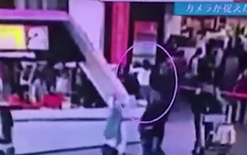 Нападение на брата Ким Чен Ыра. Фото Скриншот YouTube