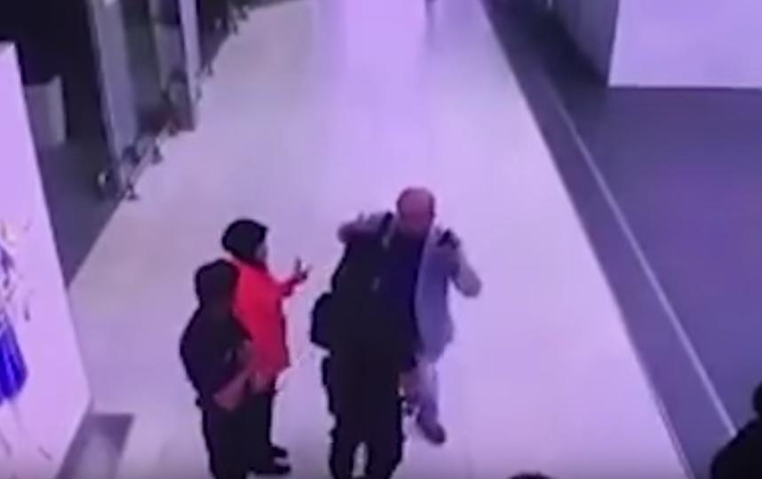 Мужчина обратился к службе безопасности после отравления. Фото Скриншот YouTube
