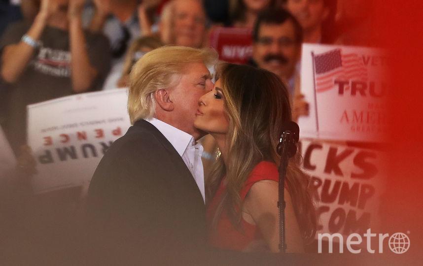 Поцелуи Дональда и Мелании Трамп во Флориде. Фото AFP
