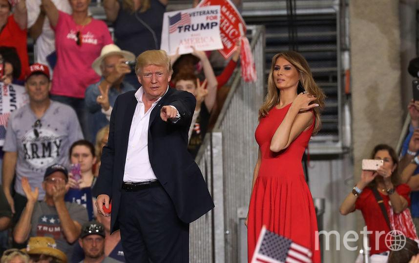 Дональд Трамп с супругой выступает во Флориде. Фото AFP