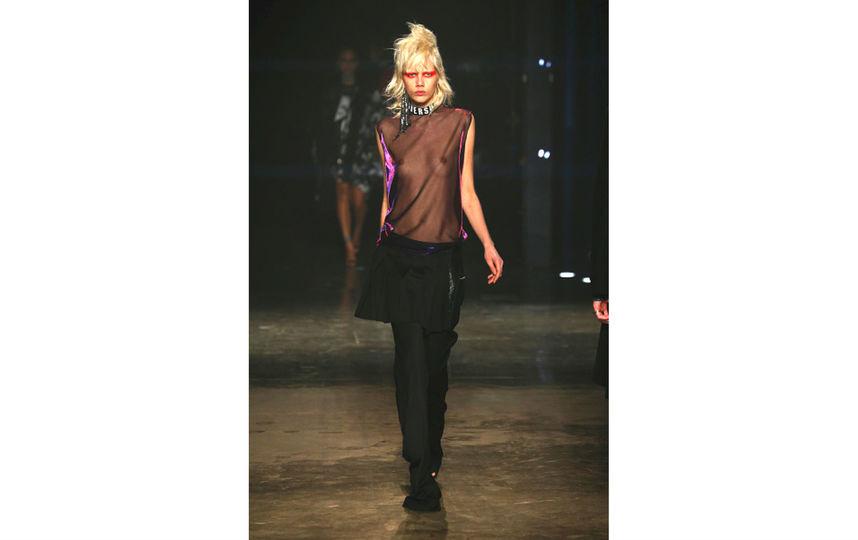 Показ VERSUS designed by Donatella Versace. Фото Getty