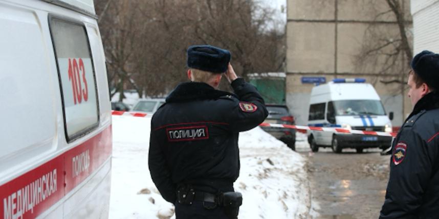 В столицеРФ мужчина напал народных сножом ивыбросился изокна