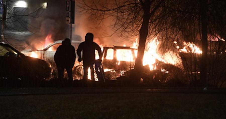 В столице Швеции мигранты устроили беспорядки. Фото Twitter: @zerohedge
