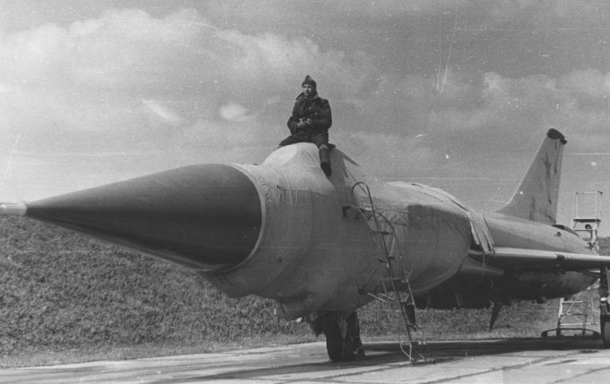 А это мой пост – 40 лет назад я охранял Су-15. Фото Читатель Metro Алексей.