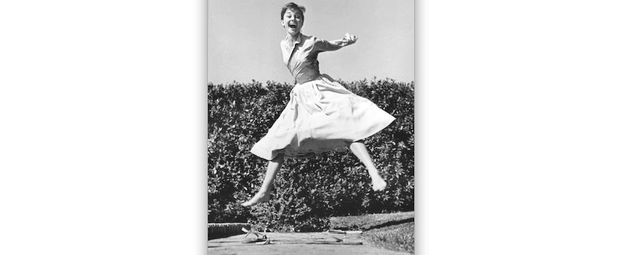Красавица Одри Хепбёрн в прыжке. Фото Предоставлено музеем