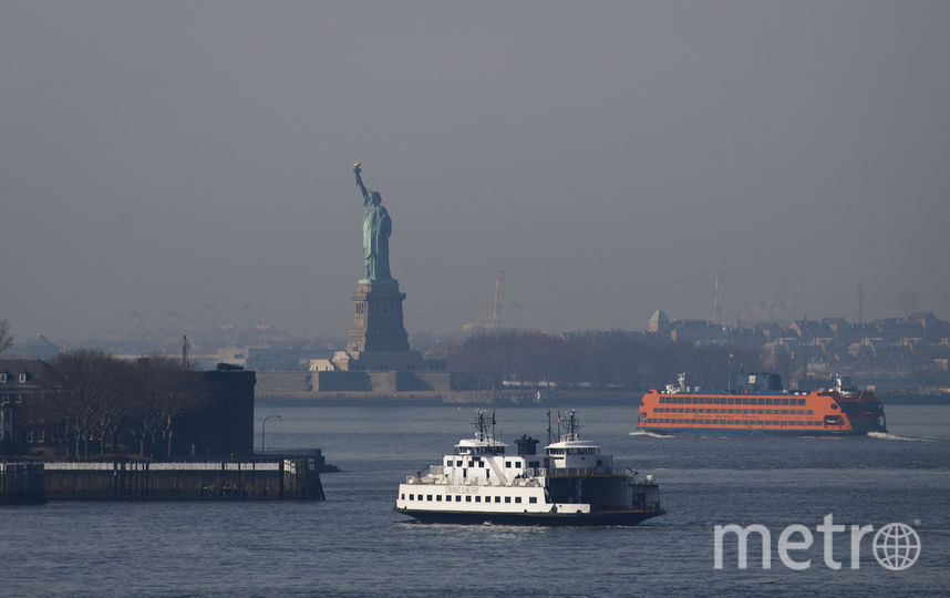 Плакат появился на статуе Свободы в Нью-Йорке. Фото Getty