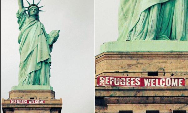 ВСША настатую Свободы закрепили плакат вподдержку беженцев