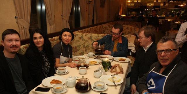 Ургант в Петербурге пёк блины на Масленицу