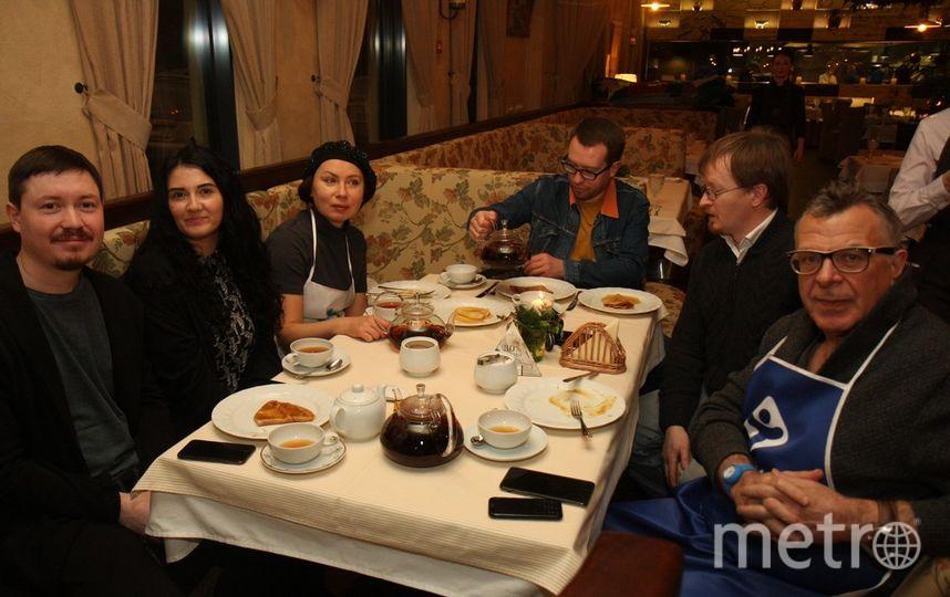 """Закончился вечер чаепитием звезд и гостей. Фото """"Metro"""""""