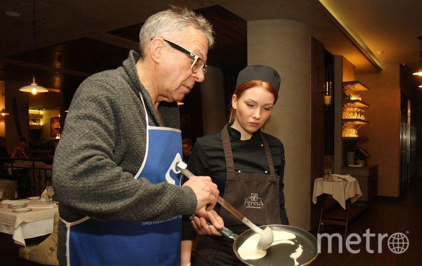 """Тесто должно плавно растекаться по сковородке для создания идеального блина. Фото """"Metro"""""""