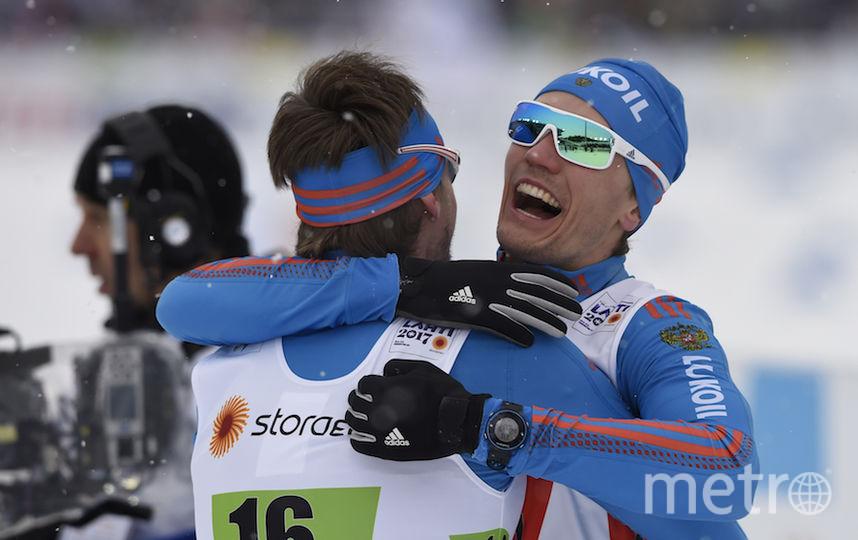 Устюгов и Крюков празднуют победу. Фото AFP