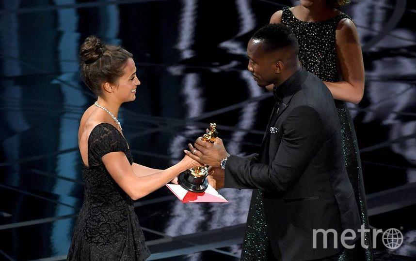 Махершала Али завоевал «Оскар» в категории  «Лучший артист  2-го  плана»