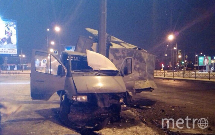 ВДТП наНародной улице «ГАЗель» «намотало» настолб