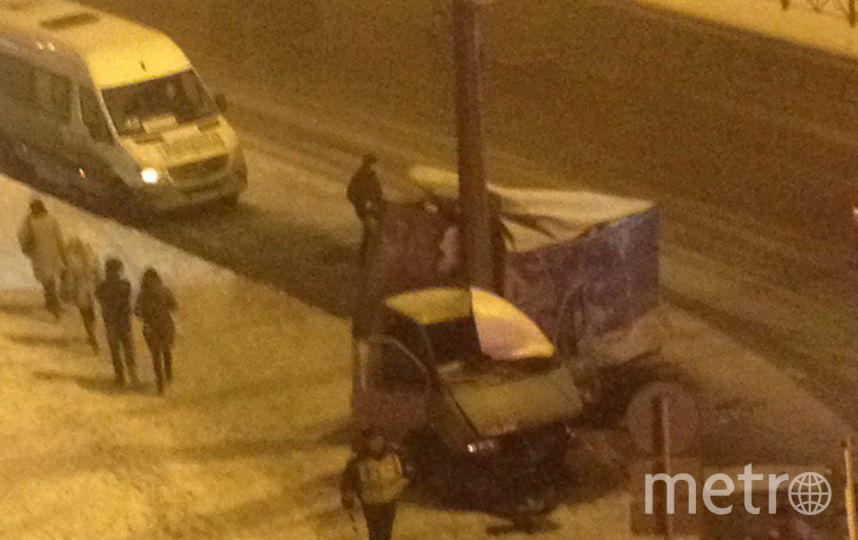 ВНевском районе Петербурга «Газель» намоталась настолб, есть пострадавшие