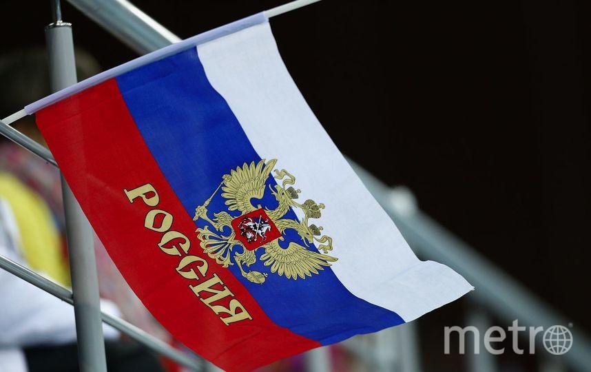 В Петербурге со здания больницы украли российский флаг. Фото Getty