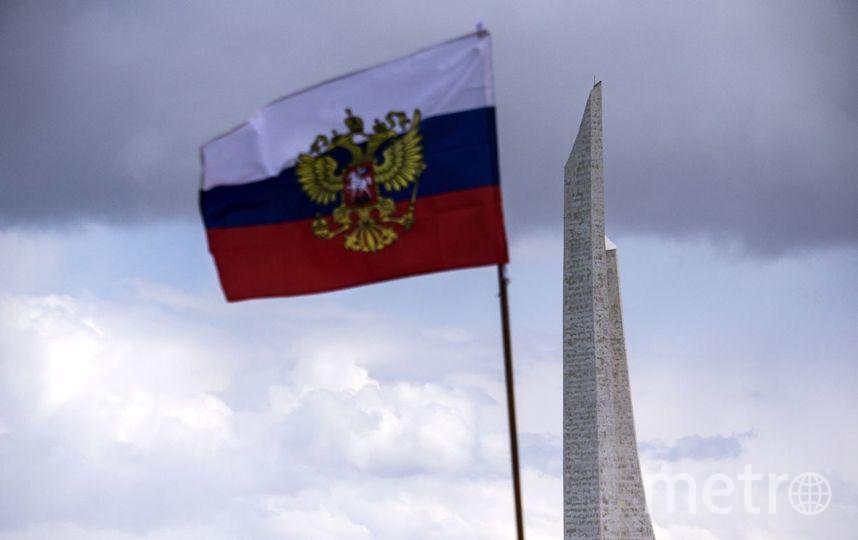 Трое петербуржцев похитили флагРФ создания клиники