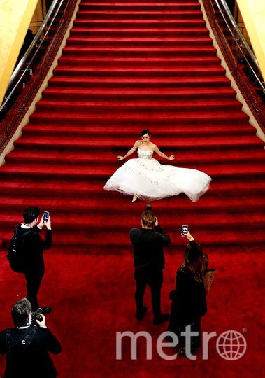 Актриса София Карсон позирует фотографам. Фото Getty
