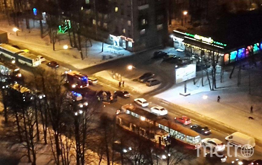 Петербург: Хюндай Solaris влетел втрамвай, есть пострадавшие