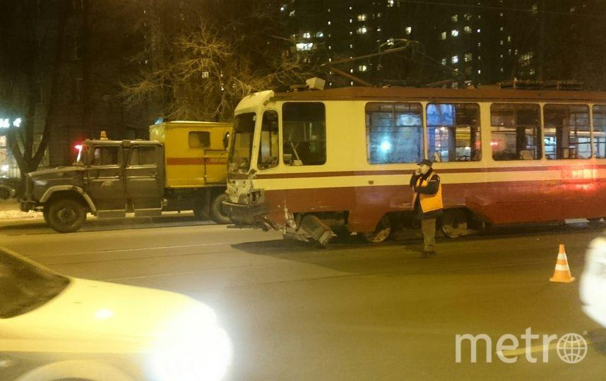 Свидетели: напроспекте Энгельса такси влетело втрамвай