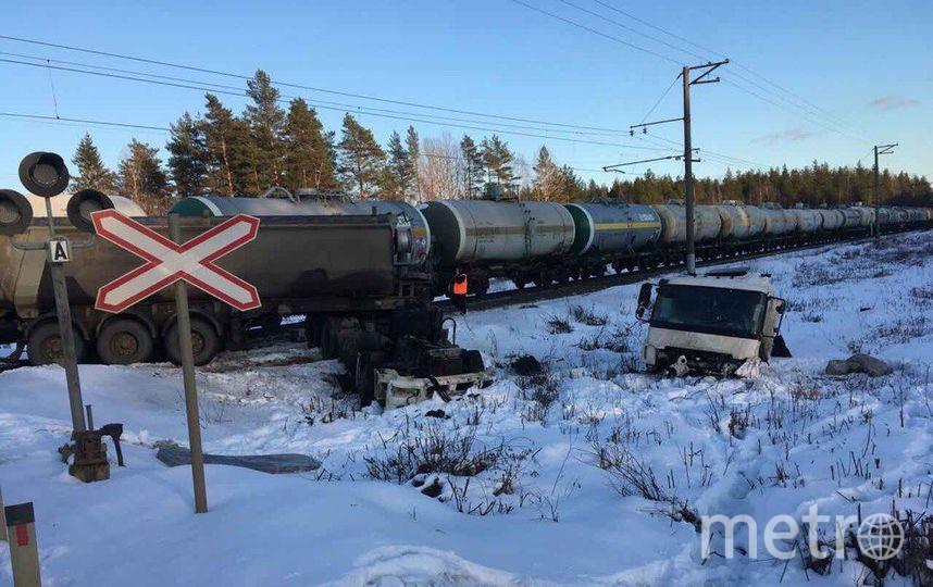 ВЛенобласти товарный поезд сбил грузовой автомобиль