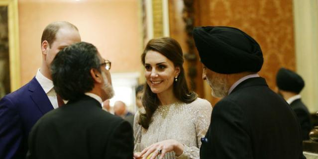 Кейт Миддлтон в серебристом платье очаровала актёра из