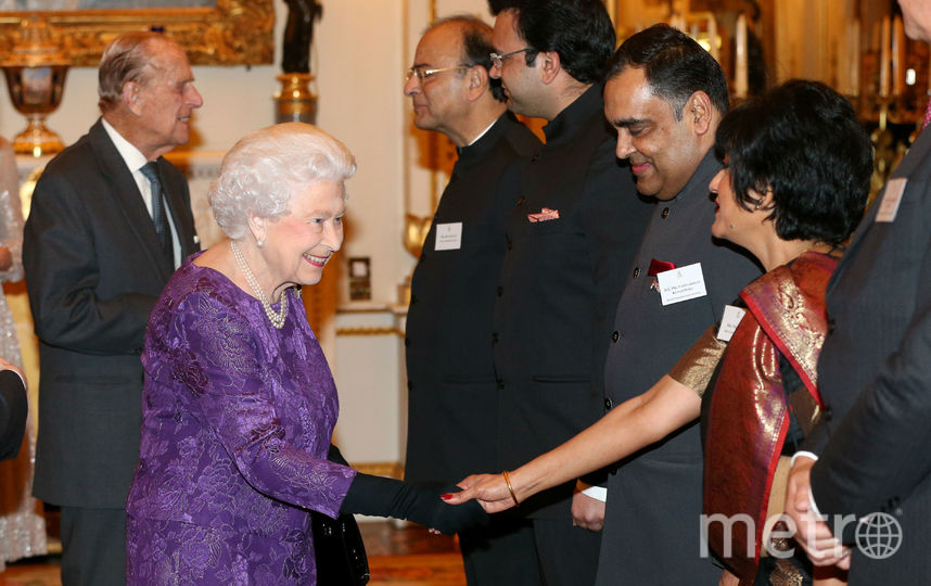 Елизавета II и принц Филипп принимают гостей. Фото Getty