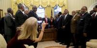Советница Трампа вызвала ажиотаж в Сети раскованной позой в Белом доме